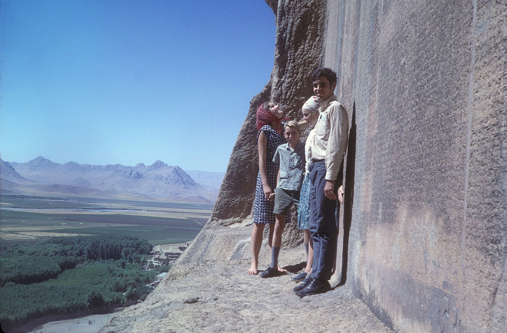Picture of people at The Behistun inscription